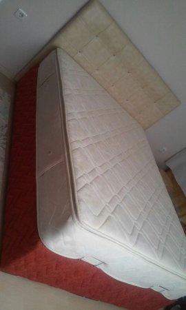 çift kişilik yatak ahşap bazasıyla