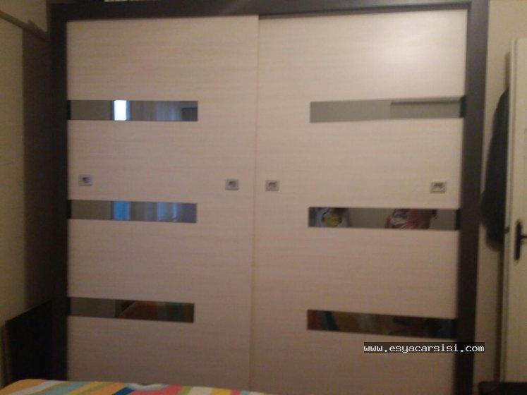 modern şık koyu ahşap rengi yatak odası