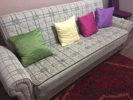 renkli yastıklı geniş 3lü koltuk