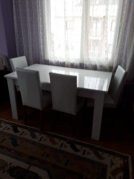 beyaz modern 2.el yemek masası