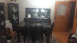 siyah temiz yemek masası