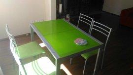 4 sandalyeli yeşil demir yemek masası