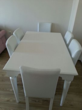 6 adet sandalyeli beyaz masa