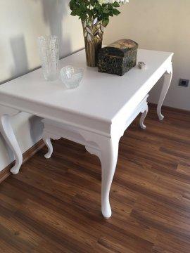 temiz beyaz yemek masası