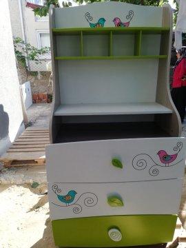 yeşil beyaz çocuk odası çalışma masası